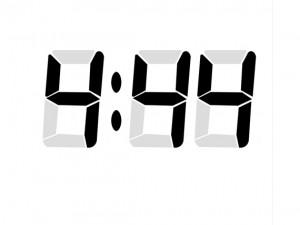 4時44分